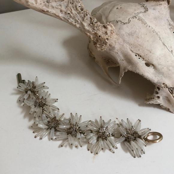 Talbots daisy floral beaded bracelet gold
